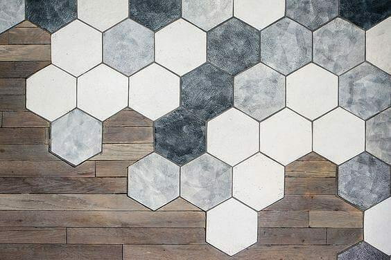 płytki heksagony, heksagonalne i parkiet drewniany