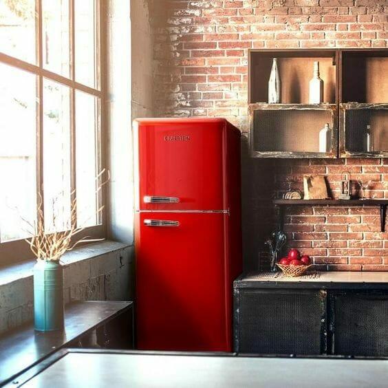 rustykalny minimalizm kuchnia z ceglaną ścianą