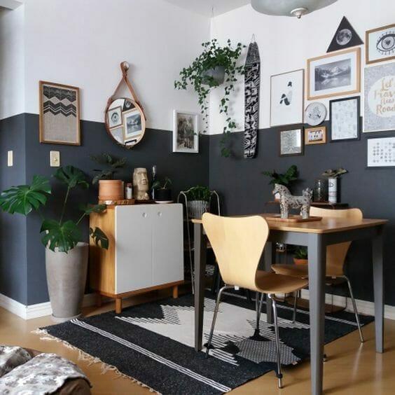 salon urban jungle dodatki boho drewniane ramki stół i komoda