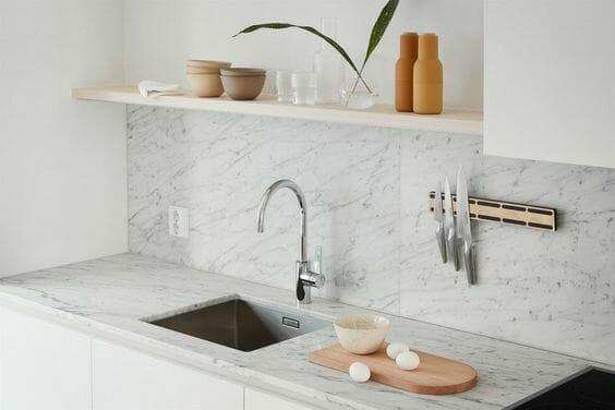 kuchnia minimalizm ceramiczne naczynia nowoczesna bateria zestaw noży