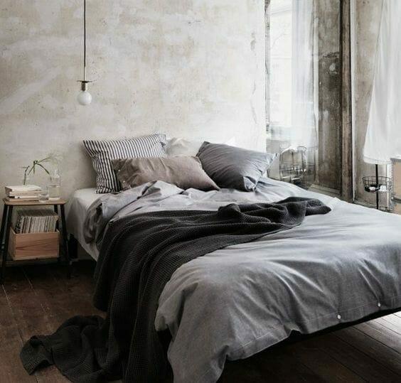 szara sypialnia w stylu wabi-sabi
