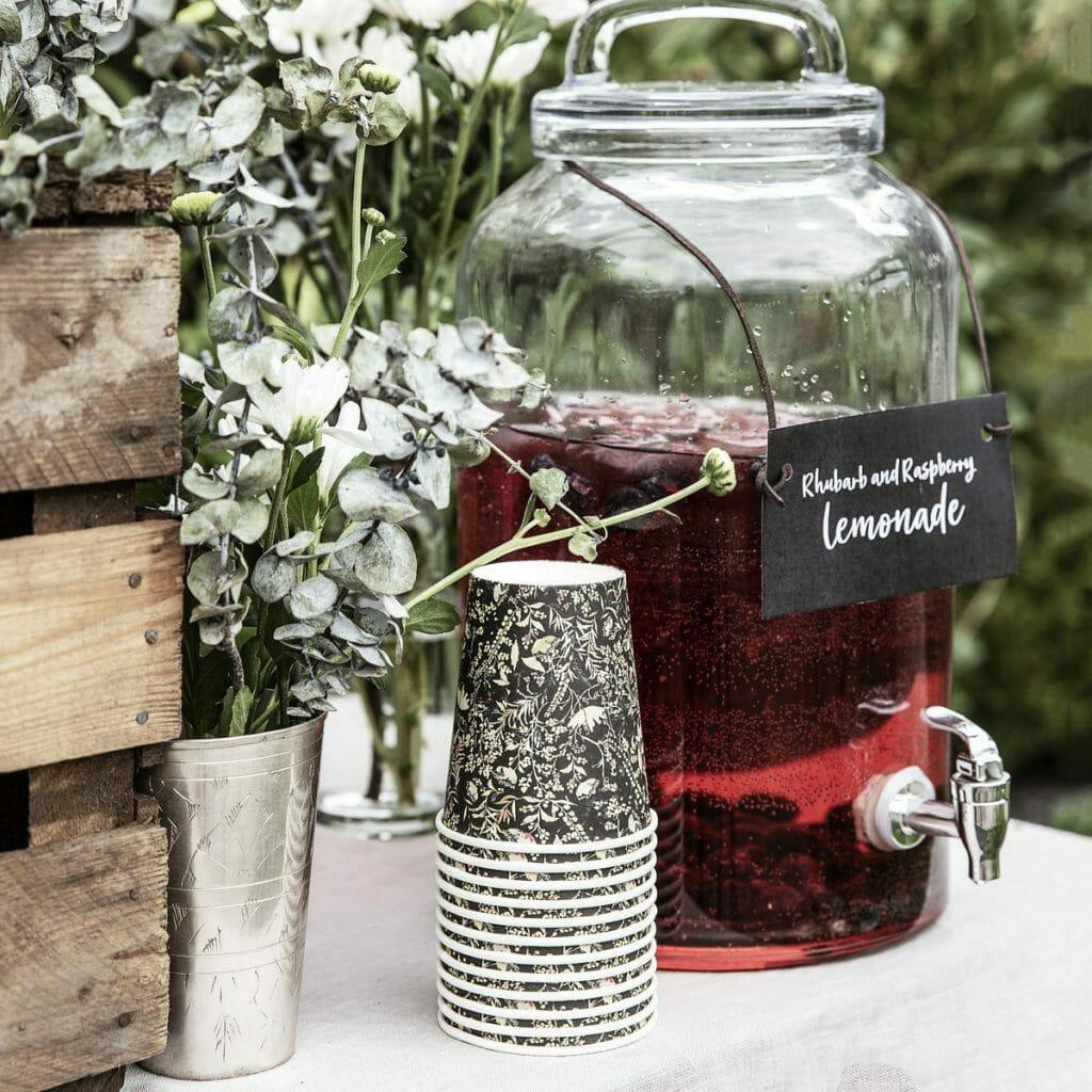 rustykalny stół polne kwiaty