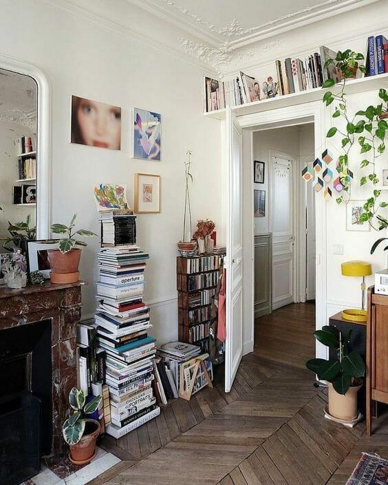 biały pokój vintage z książkami domowa biblioteczka