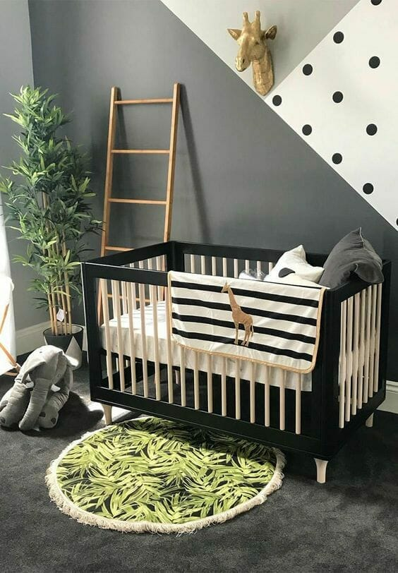 pokój dla niemowlaka w kolorze szarym i zielonym boho