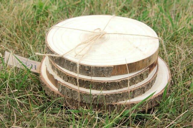 drewniane podkładki na rustykalny stół