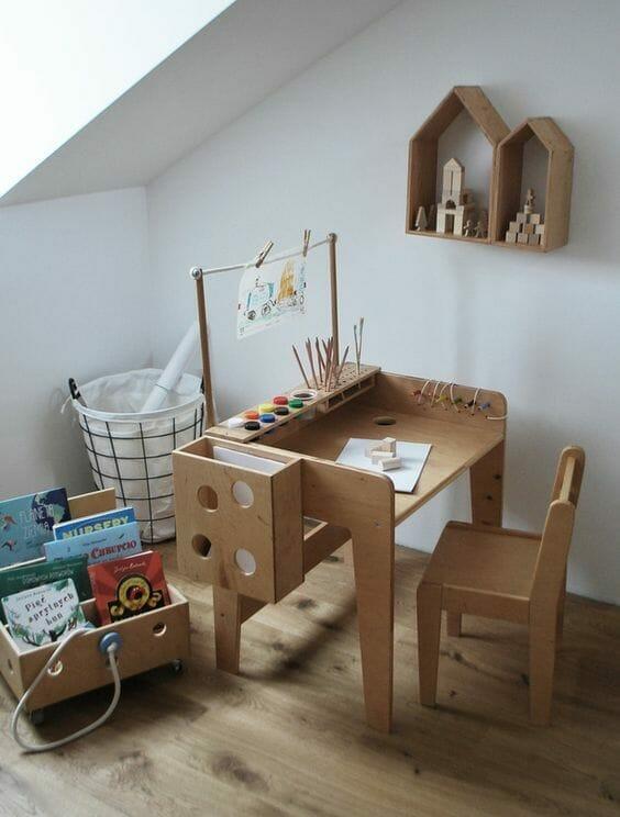 pokój dla chłopca drewniane biurko