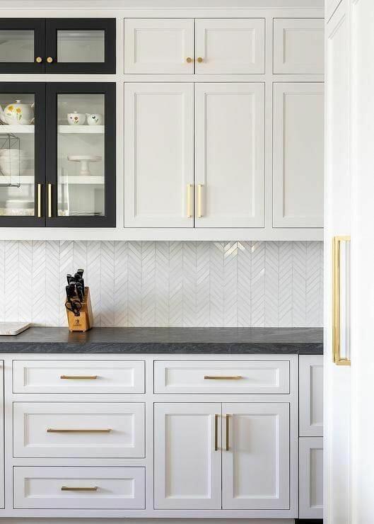 mozaika ceramiczna w białej kuchni