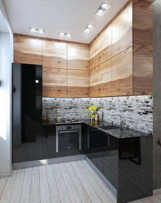 szafki kuchenne drewniane i czarne na wysoki połysk