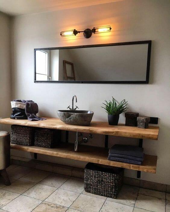 łazienka w drewnie szare ściany oświetlenie industrialne