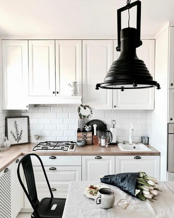 czarne metalowe lampy w stylu inustrialnym