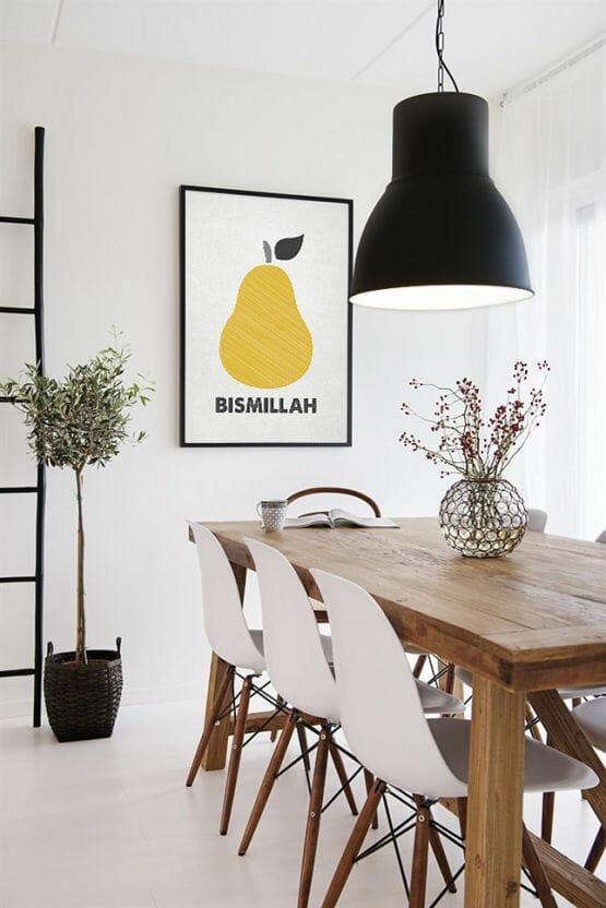 czarna lampa nad stołem