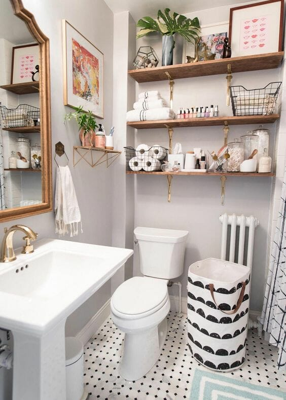 łazienka w drewnie z dodatkami