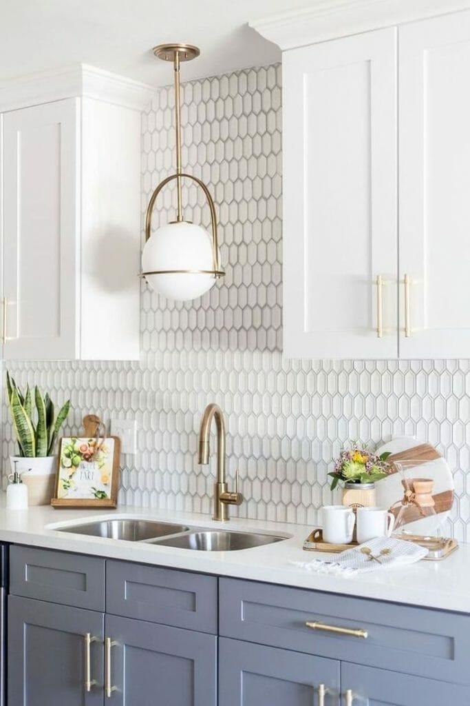 mozaika w kuchni romby szare fronty złote uchwyty złota beteria kuchenna