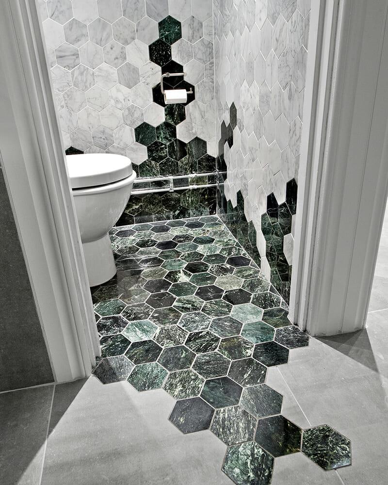 płytki heksagon marmur zielony w łazience