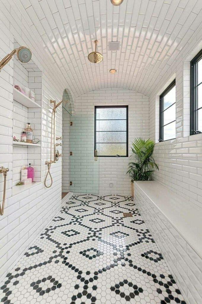 łazienka vintage z mozaiką na podłodze