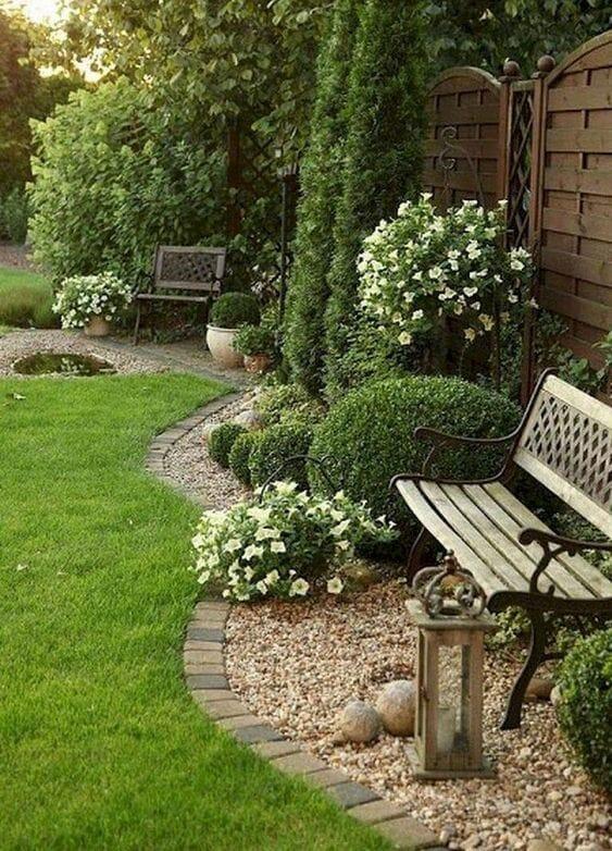 Aranżacje ogrodów ławeczka