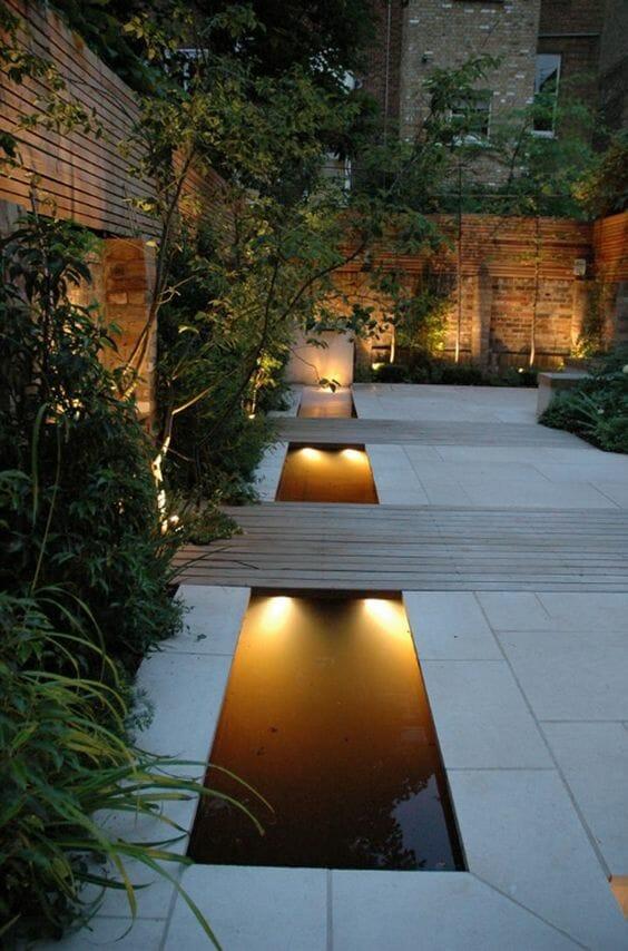 Aranżacje ogrodów - beton i drewno