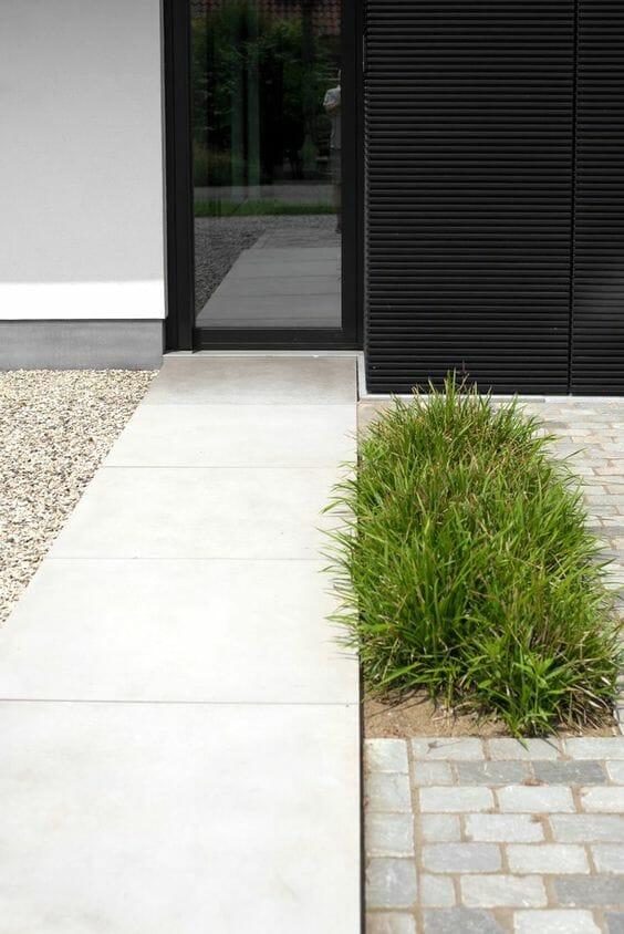 Aranżacje ogrodów - ścieżka w ogrodzie minimalistycznym