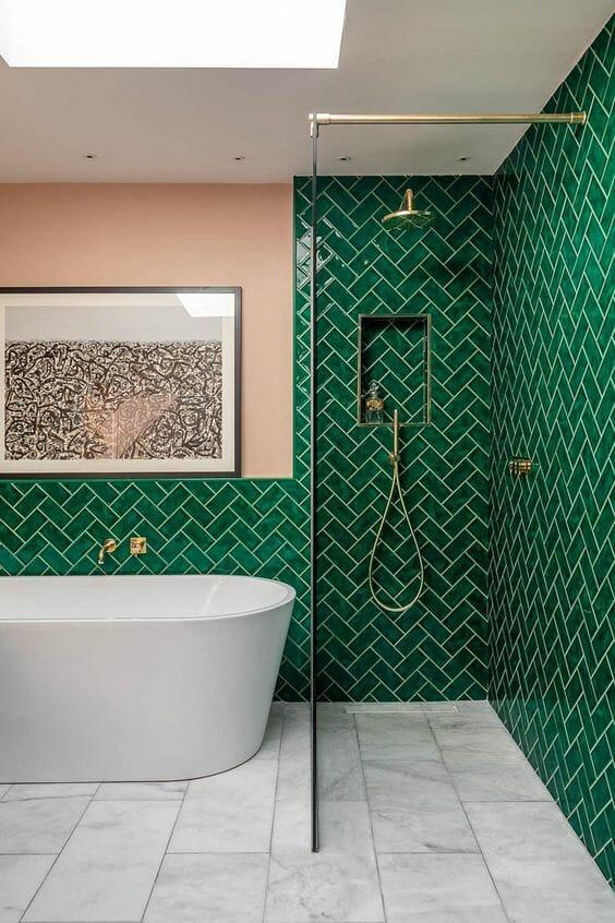 jak urządzić łazienkę w kolorze zielonym stosując płytki ceramiczne