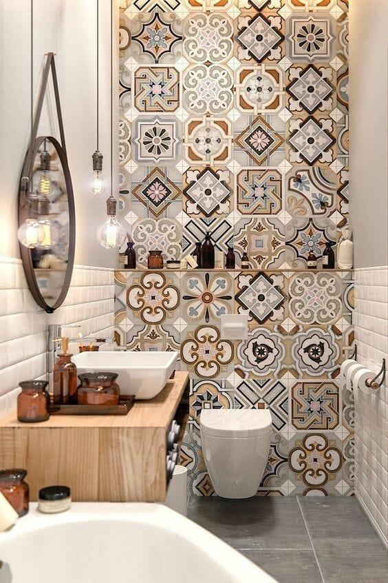 jak urządzić łazienkę, projekt z płytkami ceramicznymi i okrągłym lustrem