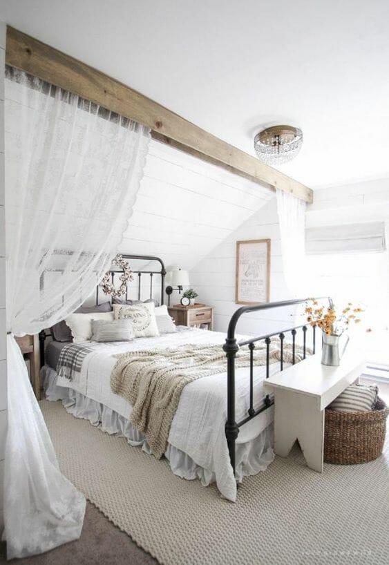 sypialnia rustykalna w kolorze bieli