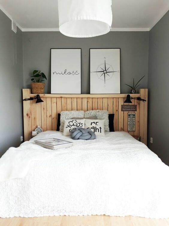 aranżacje sypialni w kolorze szarym, drewniany zagłówek