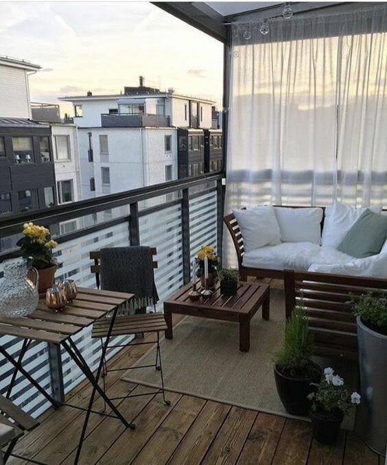 balkon w bloku zasłony drewniane meble na balkon jak osłonić balkon