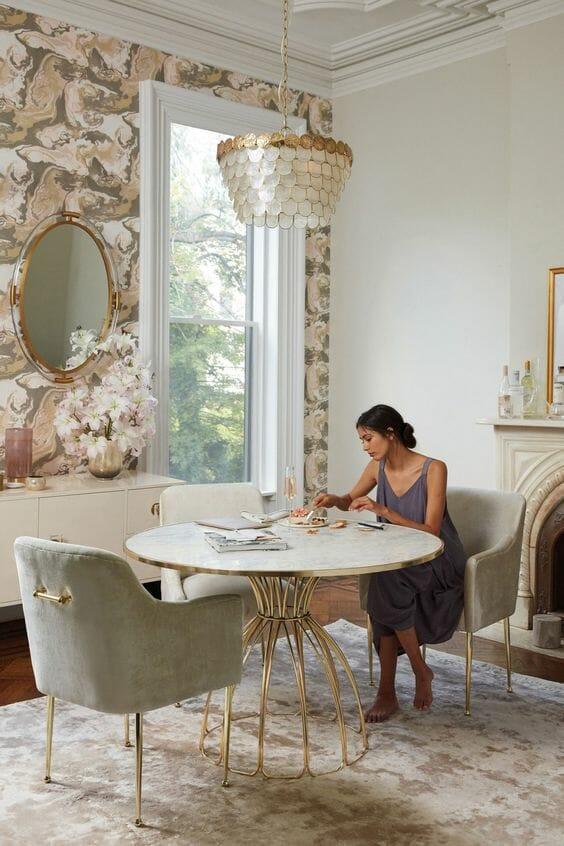 lampy do salonu w postaci rybich łusek do stylu klasycznego