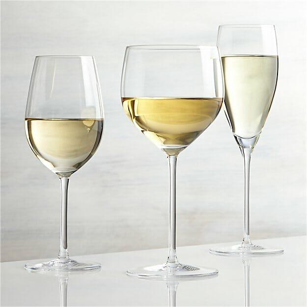 Rodzaje kieliszków do wina białego