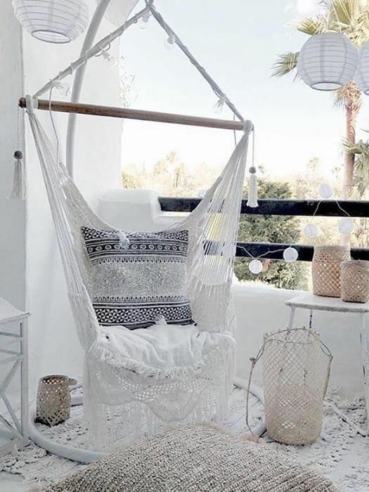 białe krzesło hamakowe wiszące