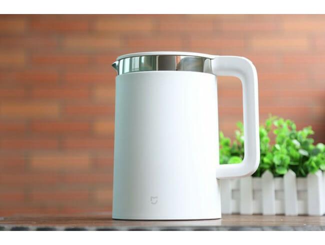 czajnik do kuchni - jaki kupić - biały czajnik elektryczny