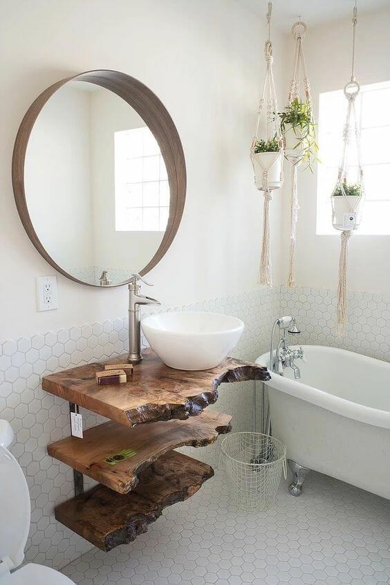 drewniany blat w łazience z okrągłym lustrem