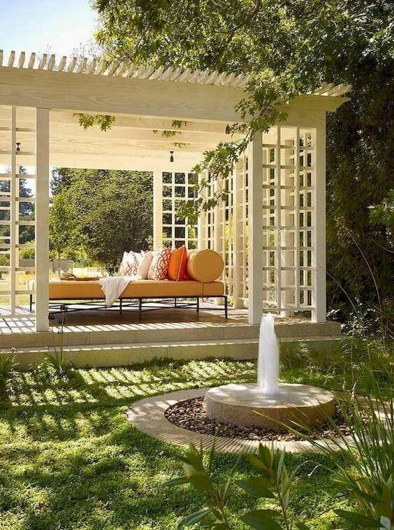 biała altanka ogrodowa