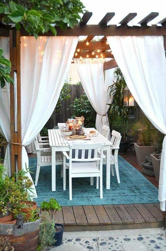 altanka ogrodowa z zasłonami