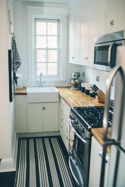 kuchnia na wymiar biała w bloku