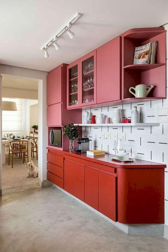 czerwono-różowa kuchnia