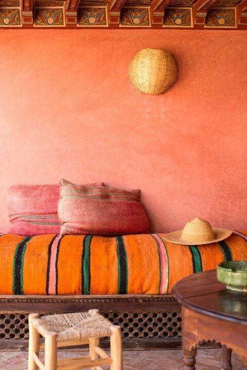 styl marokański kolory pomarańćz czerwień tekstylia