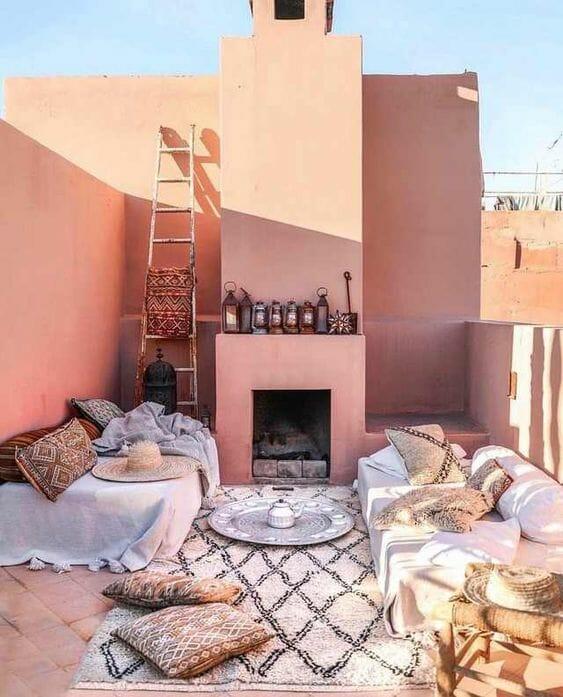 styl marokański taras brudny róż dywan boho