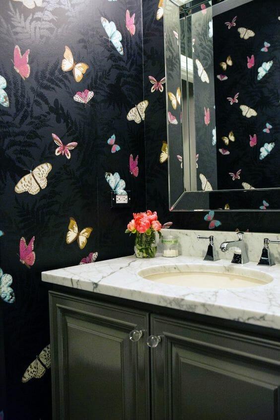 tapeta w łazience blat marmurowy umywalka wpuszczony