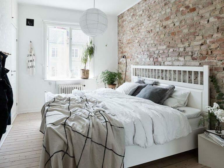 cegła ozdobna w sypialni