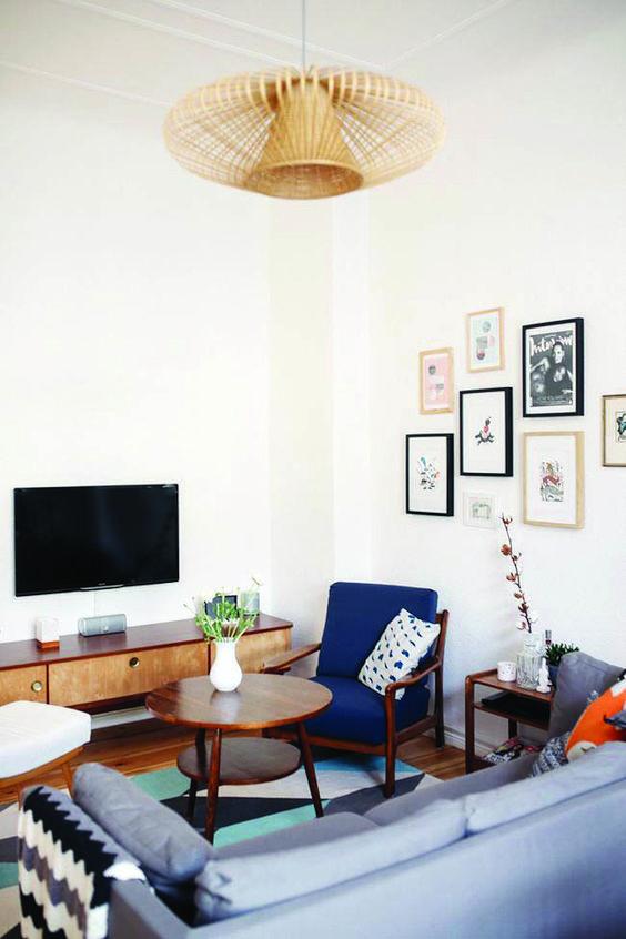 mały salon z meblami vintage
