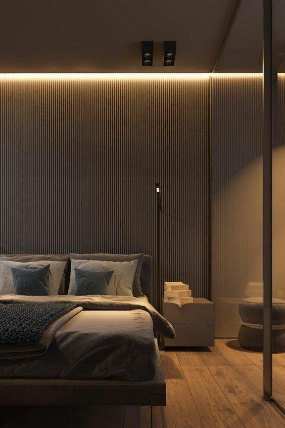 sypialnia w stylu skandynawskim z oświetleniem ledowym pod sufitem