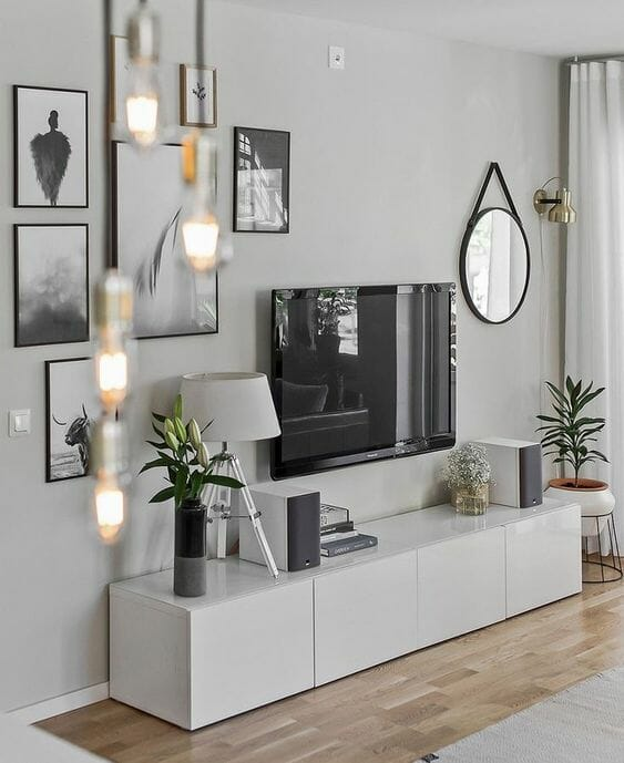 białe meble do małego szarego pokoju