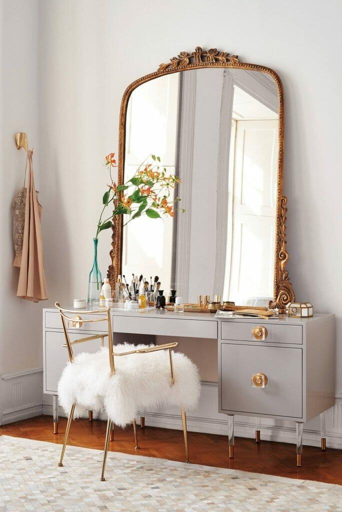 toaletka do sypialni w stylu glamour