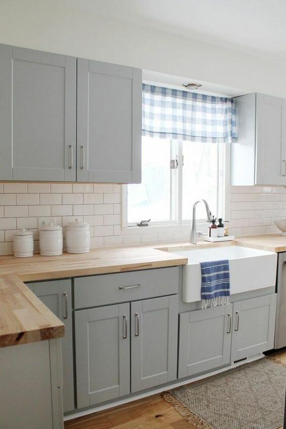 jak zaprojektować kuchnię na wymiar w kolorze szarym