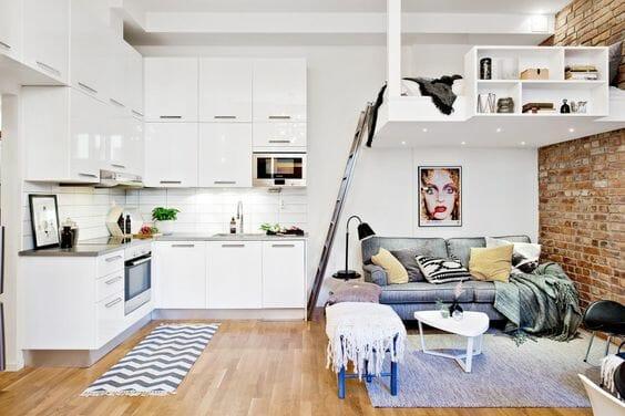 mały salon aranżacje z białą kuchnią
