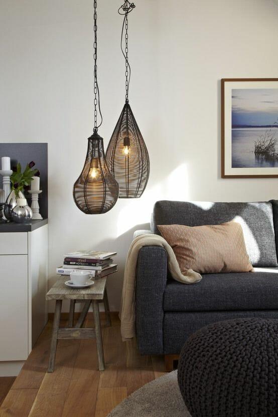 salon przytulny z lampionami