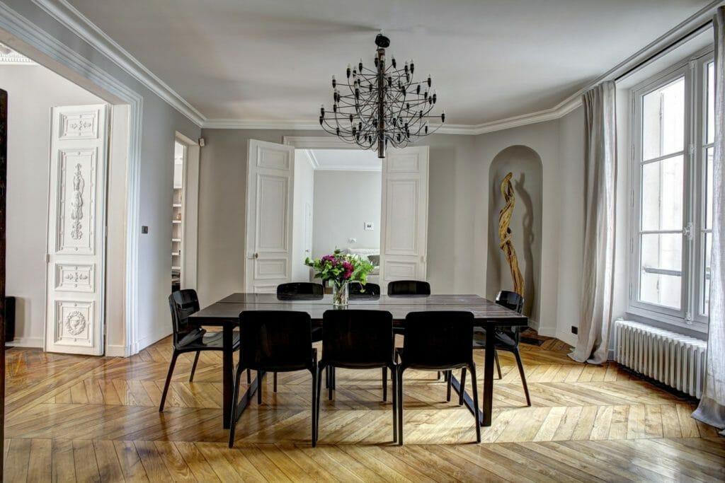 zestaw czarny stol i krzesla do salonu