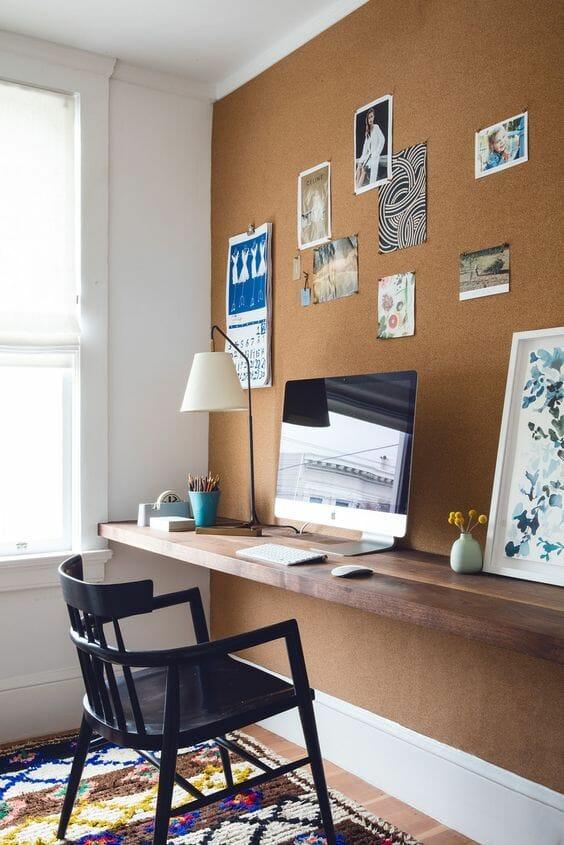 korek na ścianie biuro