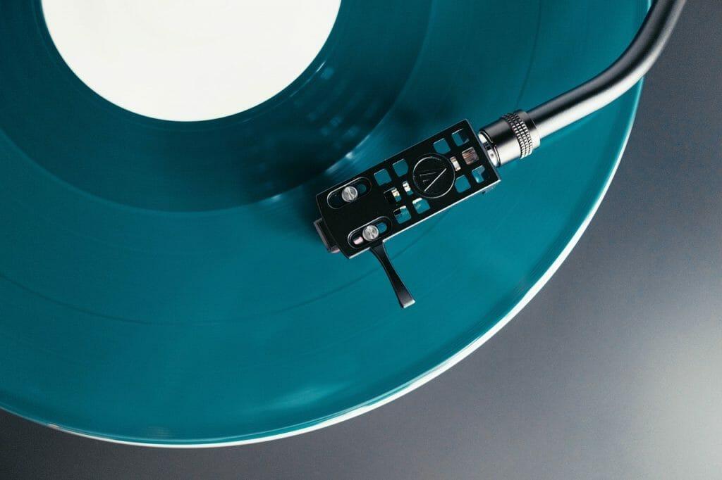 Gramofon bez wzmacniacza czy ze wzmacniaczem